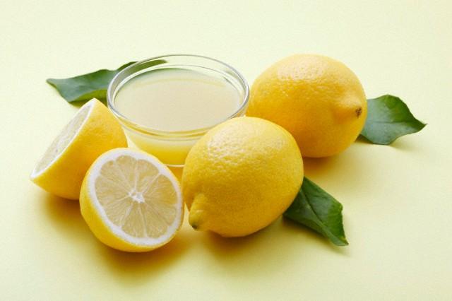 عصير الحامض لتفتيح الشعر وتبييض الأسنان